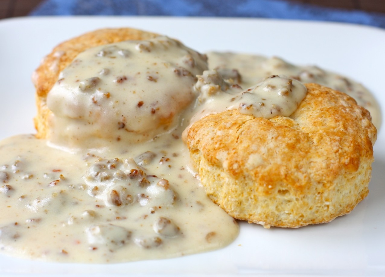 southern buttermilk biscuits and sausage gravy | daisy's world