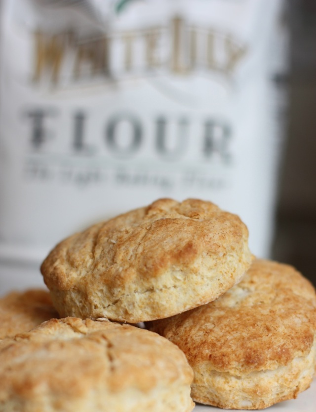 Southern Buttermilk Biscuits and Gravy using White Lily Flour