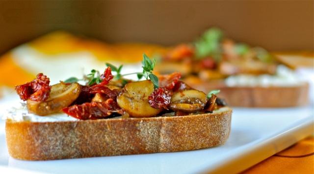 mushroom and sun-dried tomato bruschetta   daisy's world