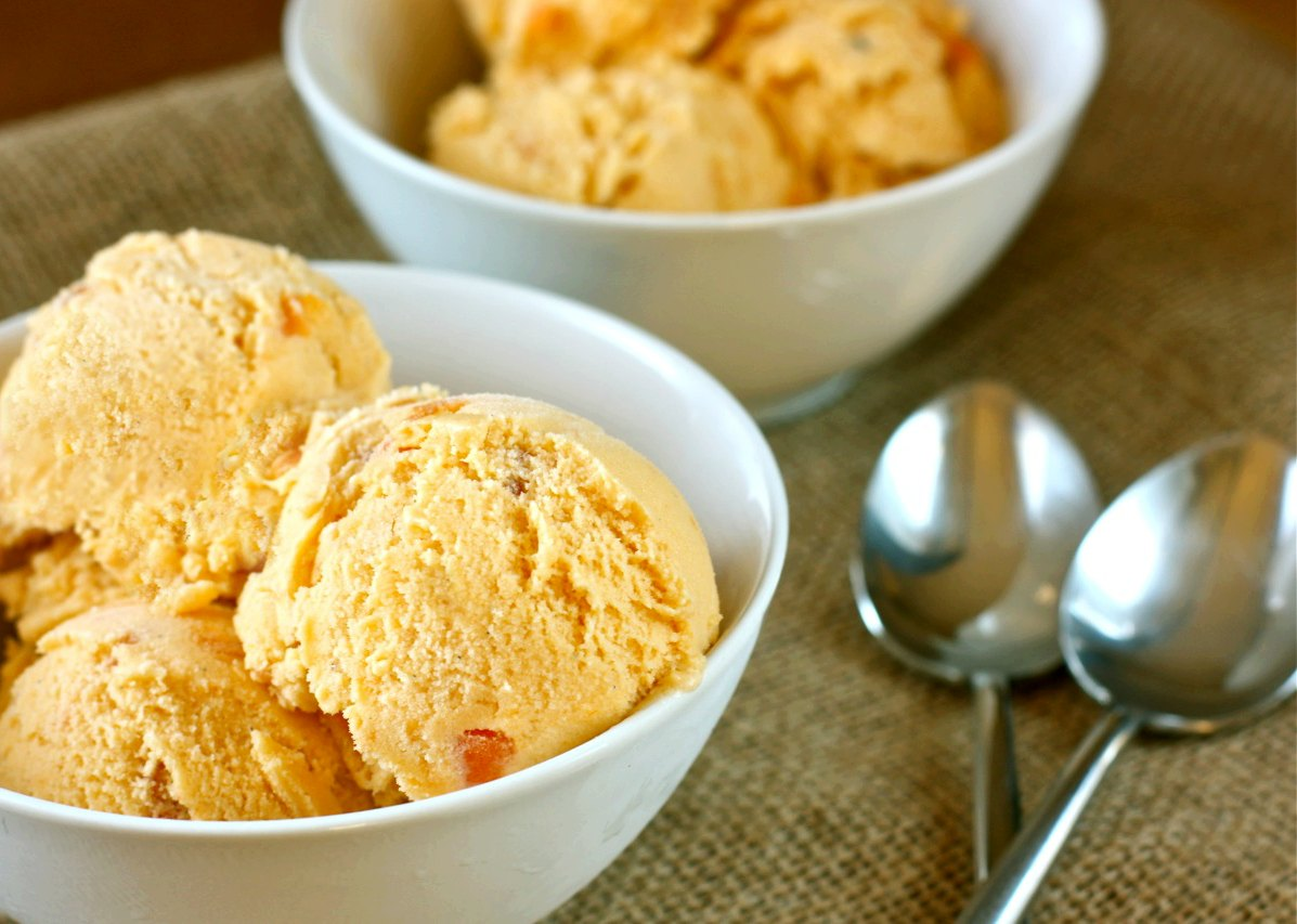 Persimmon Cardamom Honey Ice Cream | daisyworld.net