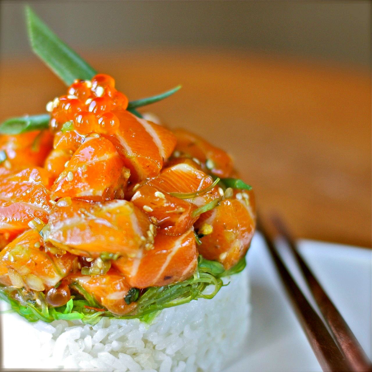 Raw hawaiian style salmon poke daisy 39 s world for Fish me poke menu