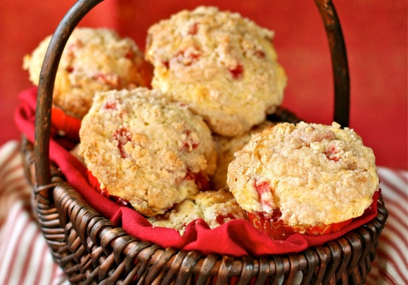 strawberries and cream muffins