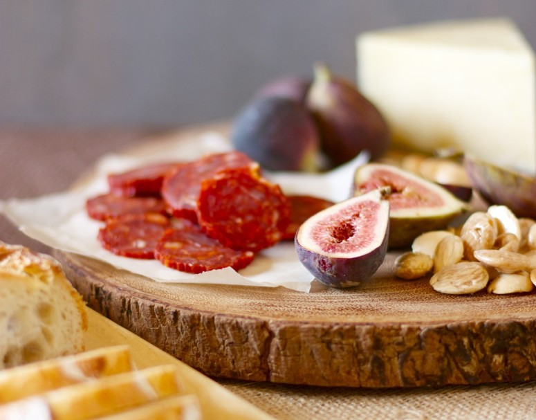 How to assemble a Cheese and Charcuterie Board | daisysworld.net